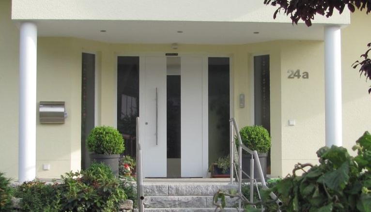 Haustür Blumenweg1